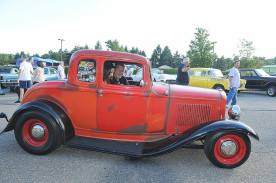 1932 Ford 5W Coupe - Car Show - 11