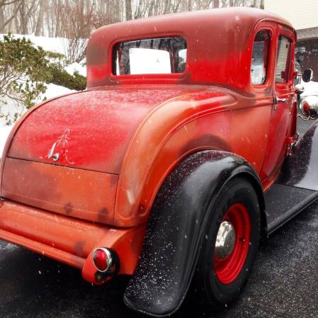 1932 Ford 5W Coupe - Snowing